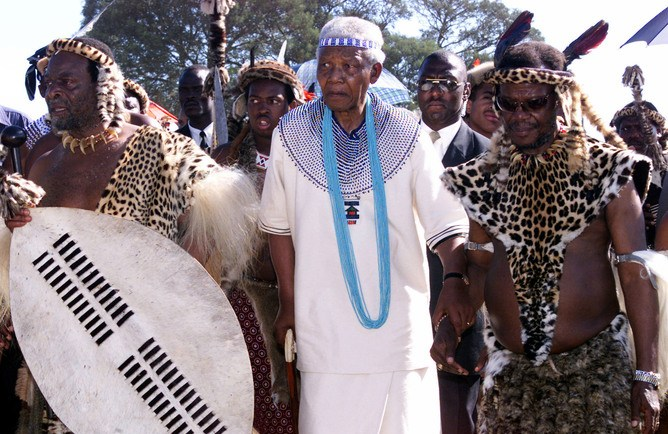 Former South African president Nelson Mandela (C), Zulu King Goodwill Zwelithini (L) and Minister of Home Affairs Mangosuthu Buthelezi (R) wear traditional Zulu and Xhosa clothes during the  wedding of Zulu King Goodwill Zwelithini 's daughter, Princess Nandi December 7, 2002. The princess is to marry Prince Nfundo Bovulengwe Mtirara the great grand nephew of Nelson Mandela in the Transkei December. - RTXLNQU