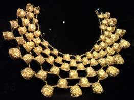 Elaborate gold necklace or pectoral