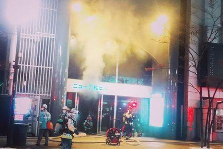 周囲騒然猛烈な煙と線香花火の臭いが立ち込む緊迫の現場を横目にメチャクチャ呑んだ#火事 #susukino #すすきの  #sapporo #札幌 #hokkaido  #北海道