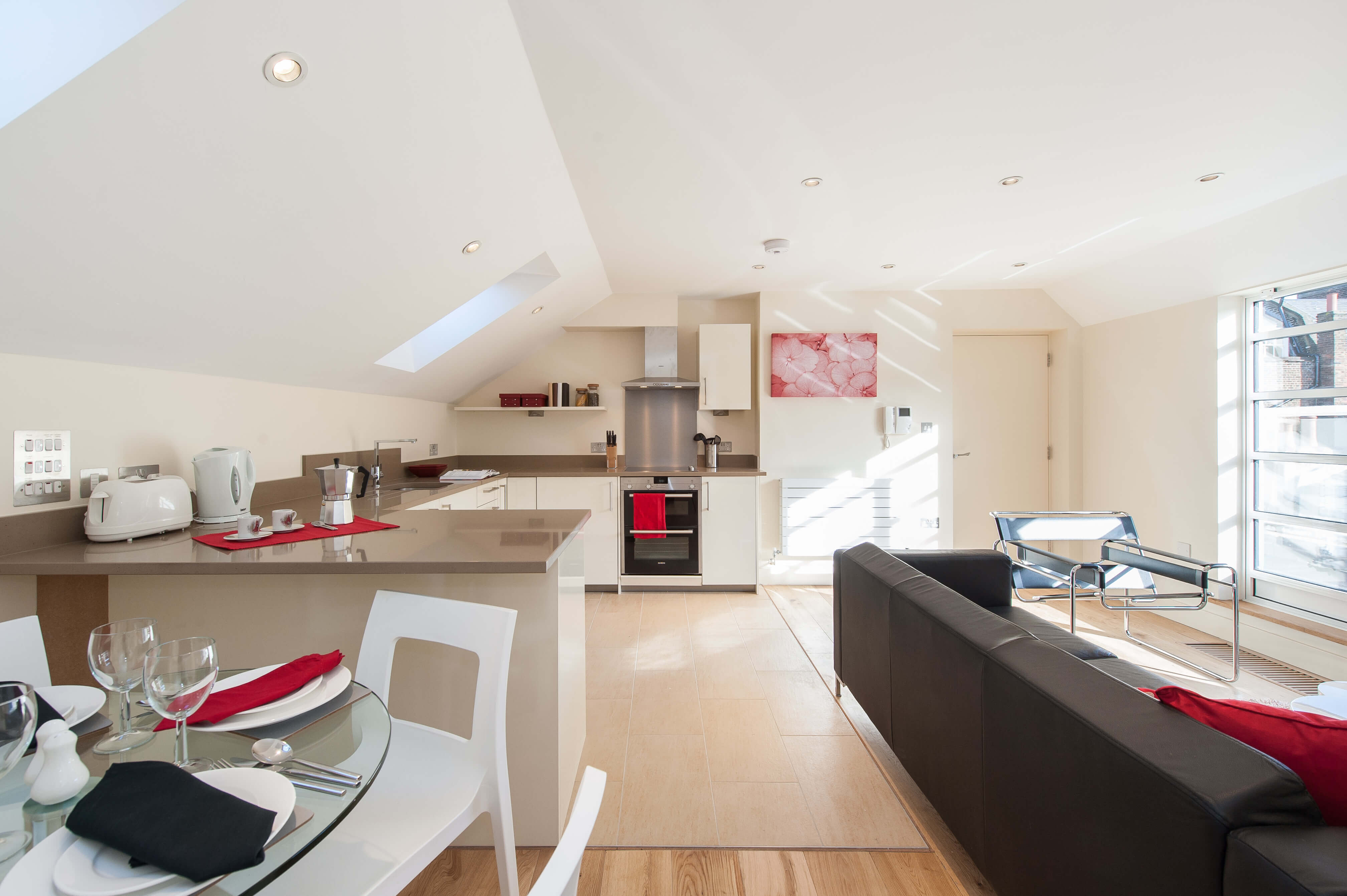 Bright 2 Bedroom Penthouse Flat in Gower Mews Mansions, Bloomsbury, WC1
