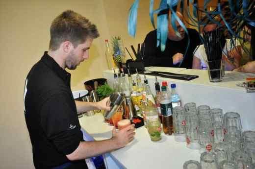 Bild von Cocktailbar samt Barkeeper