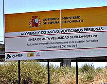 Imagen de archivo del cartel anunciador de las obras del AVE.