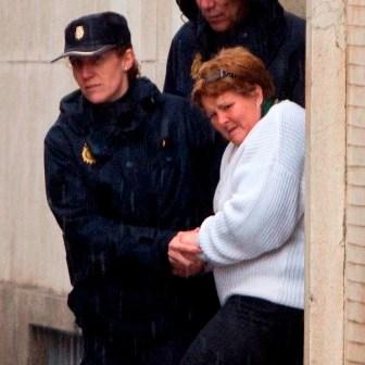 Isabel Garcia saliendo del juzgado de Huelva. (Julián Pérez)