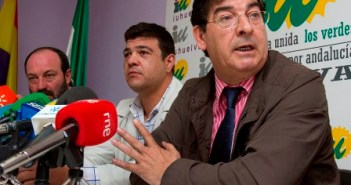 Javier y Diego Valderas, en rueda de prensa.