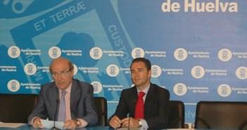 El alcalde y el concejal de Infraestructuras en rueda de prensa.