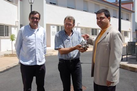 Antonio Marín con las llaves de las VPO.
