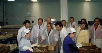 El consejero y la alcaldesa visitan Usisa en Isla Cristina