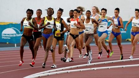Corredoras en una prueba atlética celebrada en Huelva.