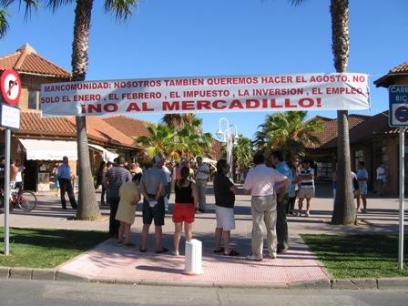 Protesta contra el mercadillo en Islantilla.
