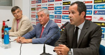 Peguero, De la Corte y Cervera, en rueda de prensa.