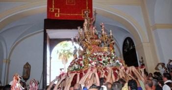 Imagen de San Juan en procesión en Alosno.