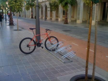 Aparcamiento para bicicletas en la Gran Vía.