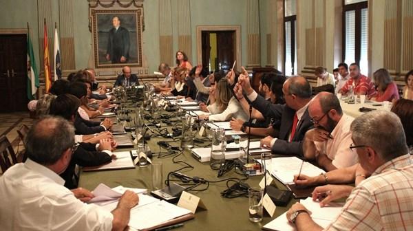 Sesión plenaria celebrada hoy en el Ayuntamiento de Huelva. (Foto: Daniel Vázquez)
