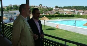 El delegado y el alcalde de Nerva en las instalaciones.