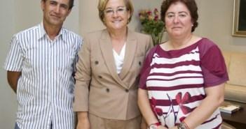Responsables de UGT con la presidenta de la Diputación, en el centro.