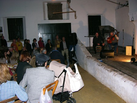 Una de las actuaciones en las Tabernas Flamencas de Moguer.