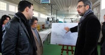 El alcalde explica el proyecto a Mario Jiménez.