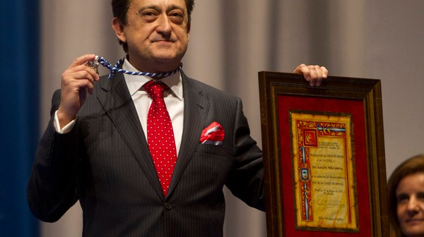 Mariano Peña el día que recibió la Medalla de Huelva. (Julián Pérez)