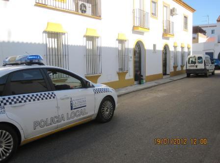 La Policía Local vela para que no se falte a clase.