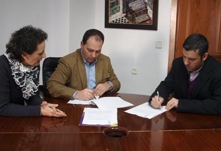Firma del convenio con Leroy Merlín.