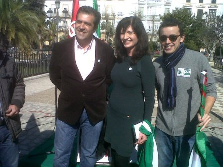 Miembros del PA de Huelva con Pilar González.
