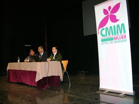 Apertura del encuentro de asociaciones de mujeres en Moguer.