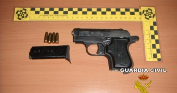 El arma aprehendida por la Guardia Civil.