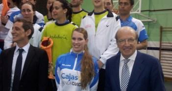 El alcalde, con los componentes del equipo del IES La Orden.
