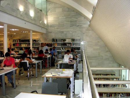 Sala de lectura de la Biblioteca Provincial.