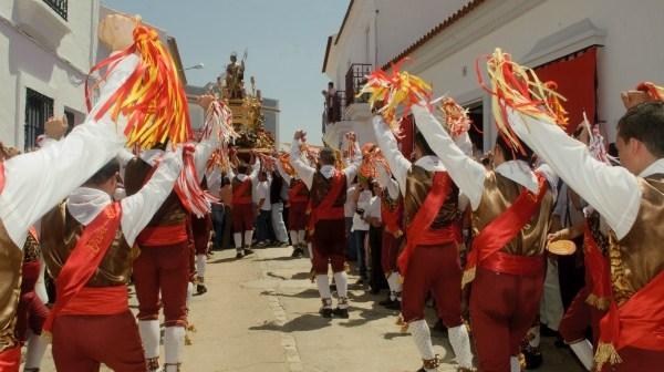 Danza en las fiestas de San Juan de Alosno.