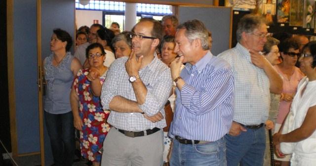 Miguel Ángel Curiel, alcalde de Hinojos, y el monitor del taller, Juan Romero de la Rosa.