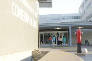 Entrada principal del hospital Juan Ramón Jiménez. (Celia HK)