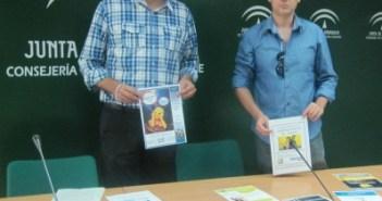 El delegado de Cultura en Huelva, Ángel Romero, y el director de la  Biblioteca Provincial, Antonio Gómez, durante la presentación de las  actividades y el balance del semestre de este centro.