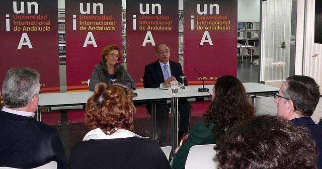El rector de la UNIA y la directora de la UNIA en La Rábida.