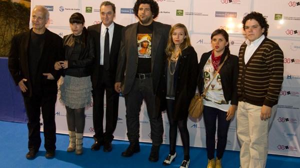 Los galardonados junto al director del Festival de Huelva. (Julián Pérez)