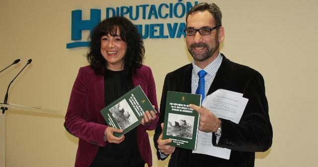 Presentación de las Jornadas de Historia por la diputada de Cultura y el alcalde de Ayamonte.