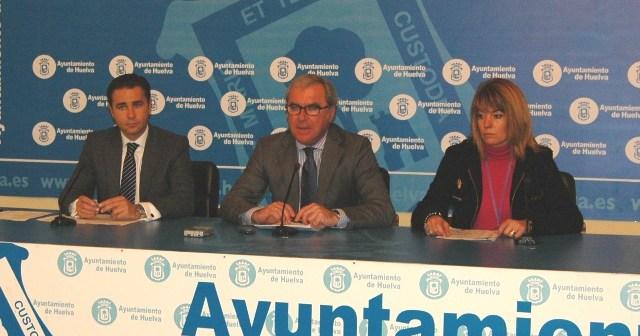 Arias, Moro y Miranda en la rueda de prensa para explicar el presupuesto municipal.
