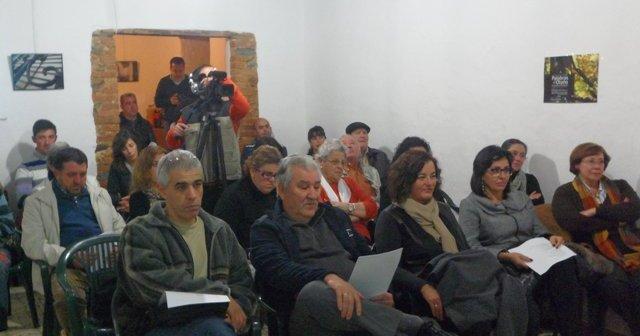 Asistentes al encuentro literario Palabras de Otoño en Linares de la Sierra.