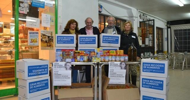 Recogida de alimentos en Mazagón para el Banco de Alimentos dentro de la campaña realizada este pasado fin de semana.