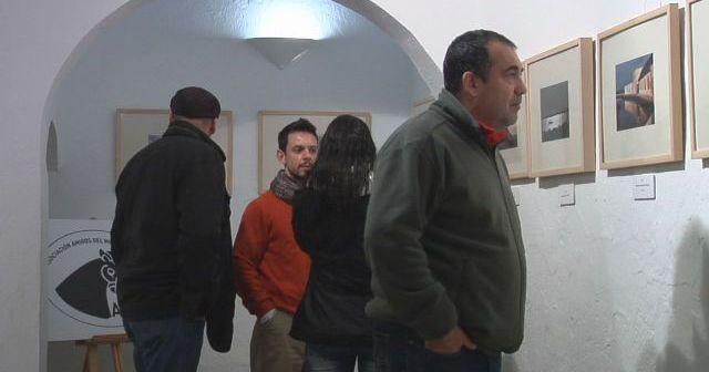 Visitantes a la muestra en Ayamonte.