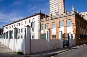 Zona trasera del edificio de Aduanas en la capital onubense donde se robó la droga. (Julián Pérez)