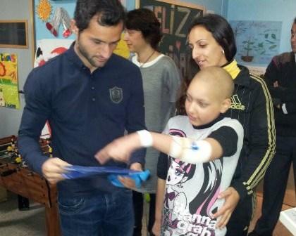 Cifu visitando a enfermos del hospital Juan Ramón Jiménez.