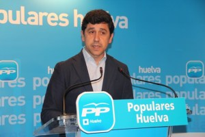 Alberto Fernández, en rueda de prensa en la sede del PP.