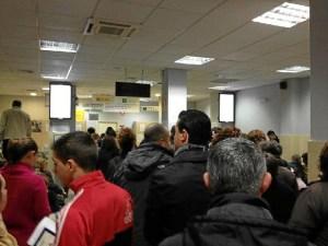 Colas en una oficina del SEPPE en Huelva.