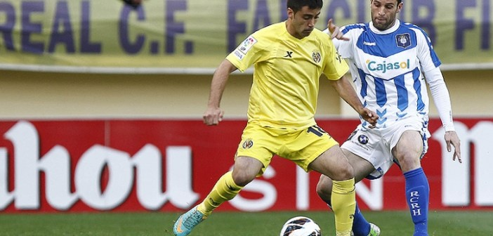 Arana ante Jaume Costa en el Villarreal-Recreativo.