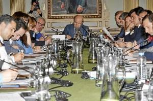 Imagen del pleno de abril en el Ayuntamiento de Huelva.