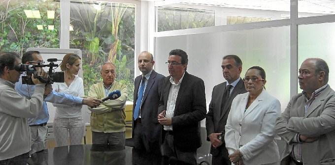 Responsables municipales de Lepe e Isla Cristina atienden a los medios de comunicación.
