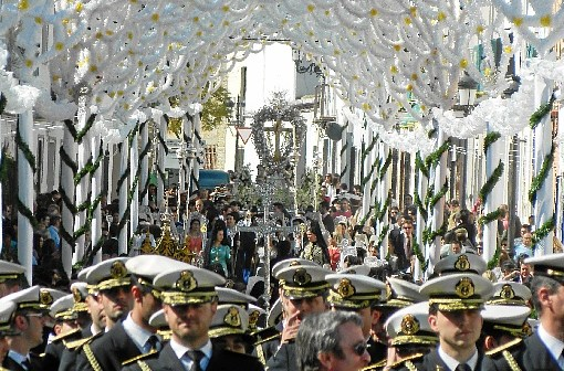 La Banda de las Tres Caídas acompañando a la Cruz en su salida extraordinaria en febrero de 2012.