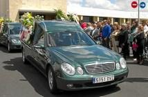 Imagen de archivo del día del entierro del padre y la niña asesinados. (Julián Pérez)