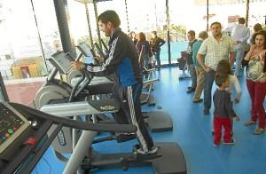 Numerosos palmerinos se están acercando al gimnasio para conocer sus instalaciones de primera mano durante las jornadas de puertas abiertas que celebra. (Julián Blanco)